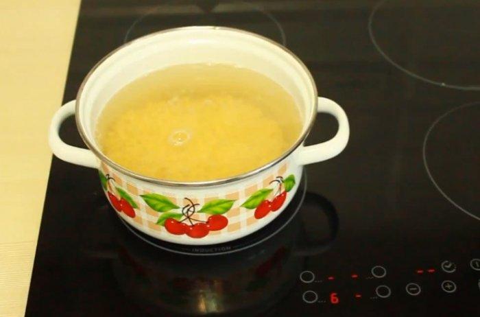 Горох в кастрюле для супа