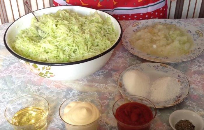 Кабачки и лук пропущенные через мясорубку