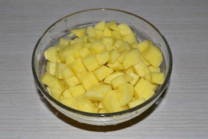 Картошка кубиками для горохового супа