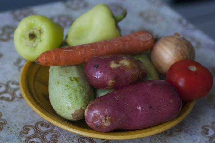 Мытые овощи для рагу