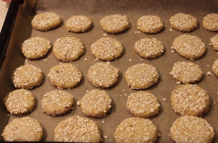 Выпекаем овсяные печенья из геркулеса на противне