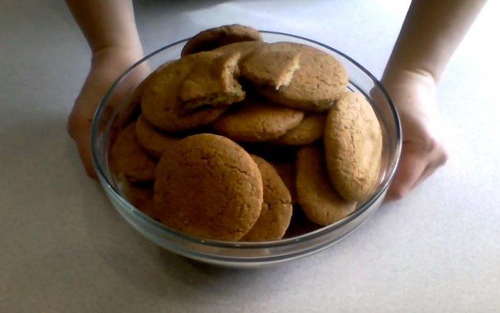 Овсяное печенье в миске приготовленное по госту