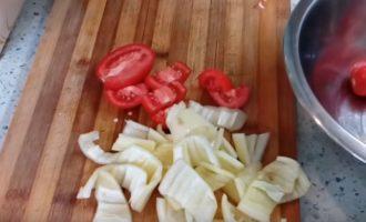 Болгарский перец и помидоры нарезанные