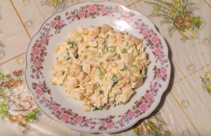 Салат с курицей и ананасом - простые и очень вкусные рецепты в домашних условиях