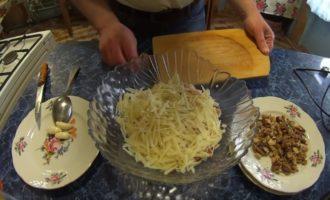 натёртый сыр для приготовления салата