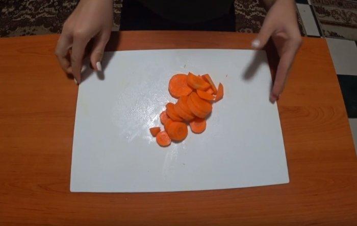 Морковь круглые кусочки