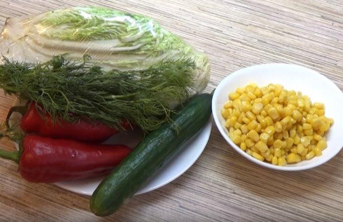 Пекинская капуста, огурец и кукуруза для салата