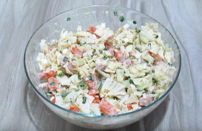 Салат с пекинской капустой и ветчиной