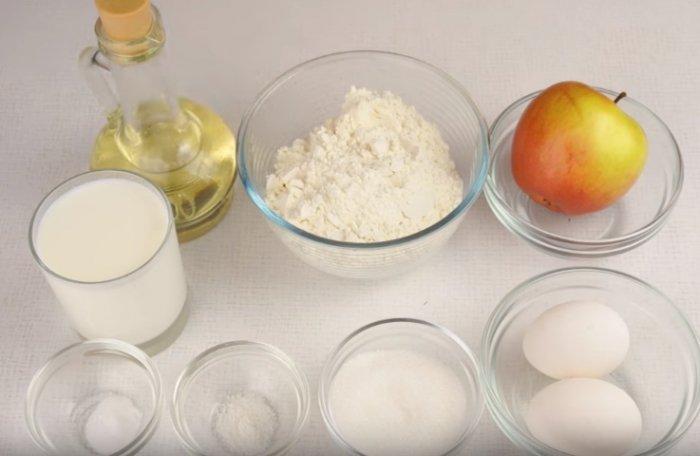 Ингредиенты для оладьев с яблоком