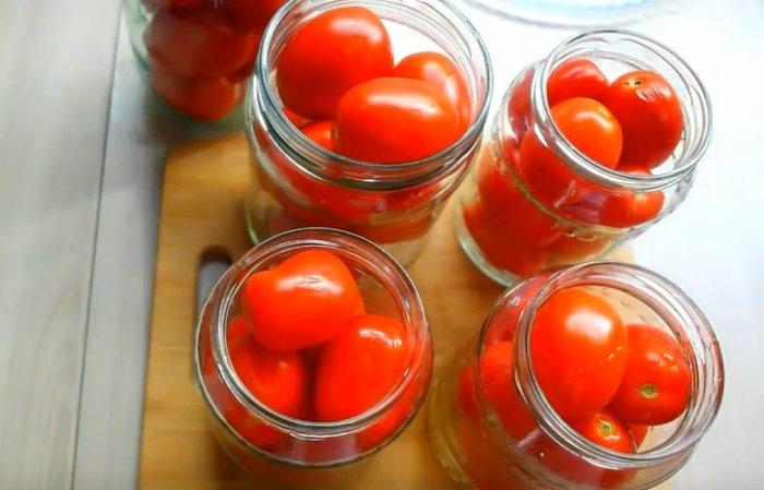 помидоры в литровой банке