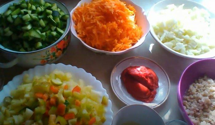 Ингредиенты для рассольника с томатной пастой на зиму