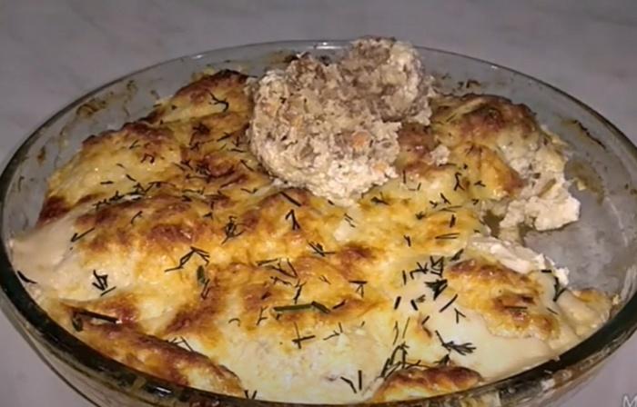Вкусные гречаники с фаршем в сметанном соусе под сыром