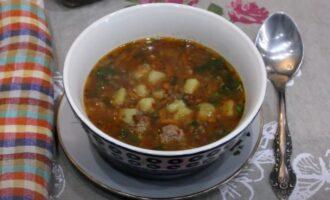 Суп из серой чечевицы с фрикадельками