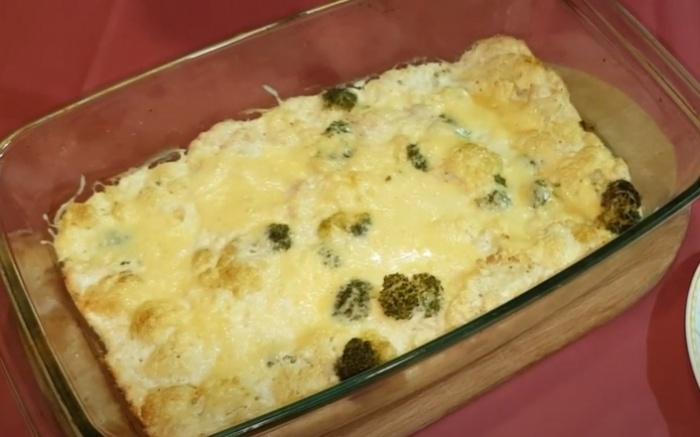 Запеканка из брокколи с цветной капустой и фаршем под сыром