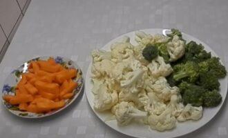Брокколи, цветная капуста и морковь