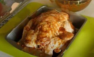 Курица смазанная кисло-сладким маринадом