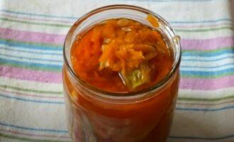 Кабачки по-корейски в томатном соке в банке