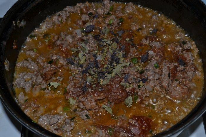 шлвяжий фарш с томатами и специями