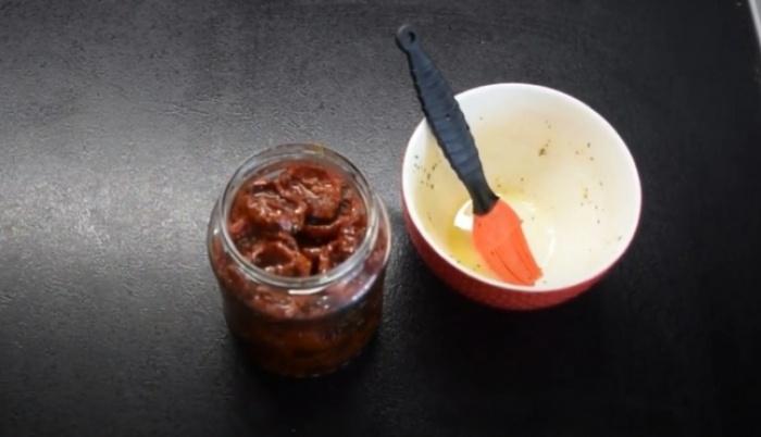 Вяленые помидоры с оливковым маслом в банке