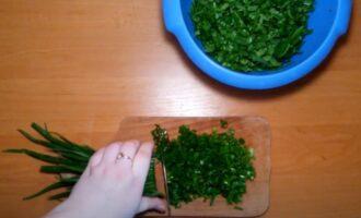 Резанный щавель и зеленый лук