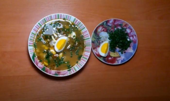 Суп из яйца с щавелем в томатной заливке
