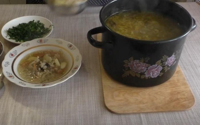 суп из сушеных грибов с перовкой на курином бульоне