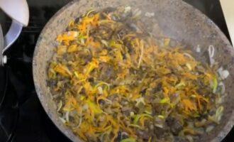 Зажарка с белыми грибами для супа