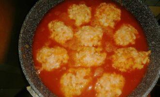 Ленивые голубцы залитые томатной заливкой в сковороде