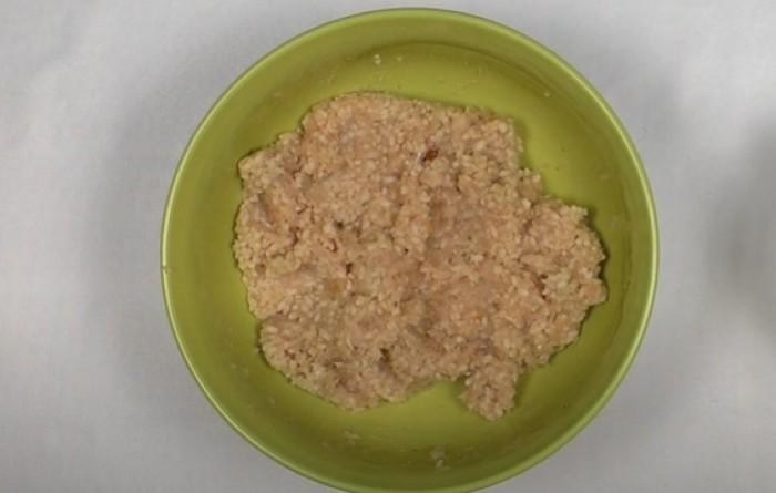 Отварной рис смешанный с куриным фаршем